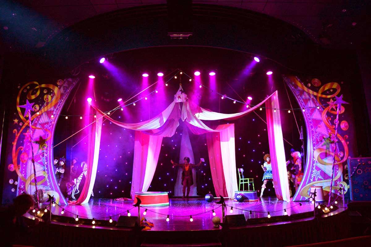 AIDA-Showbuehne-Zirkus-2014-7